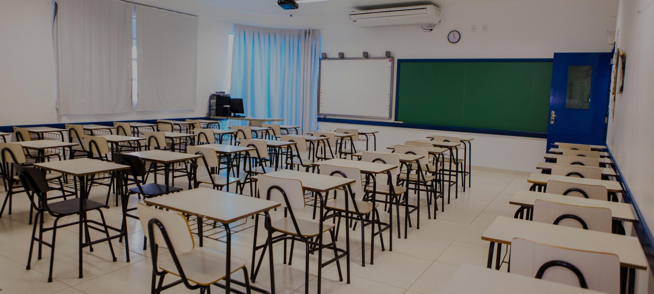 Salas de aula com lousa digital